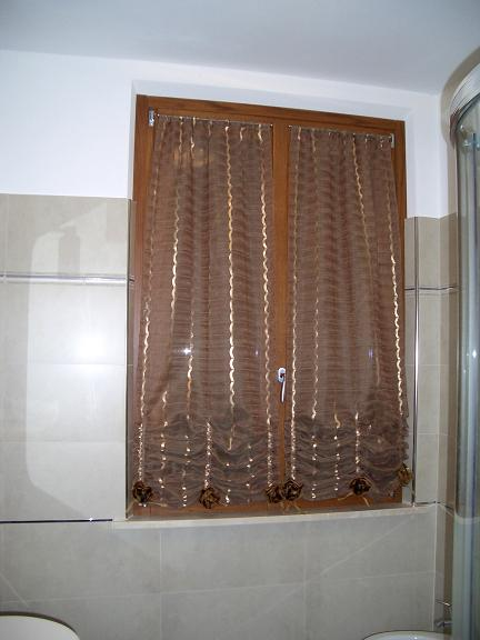 Tendine a vetro best coppia tende tendine regolabili for Tende a pacchetto a vetro fai da te