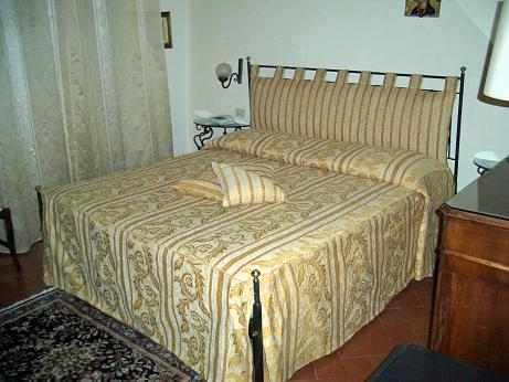 Letti reti materassi - Cuscino testata letto ...